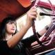 Во время вождения, женщины лучше соблюдают ПДД